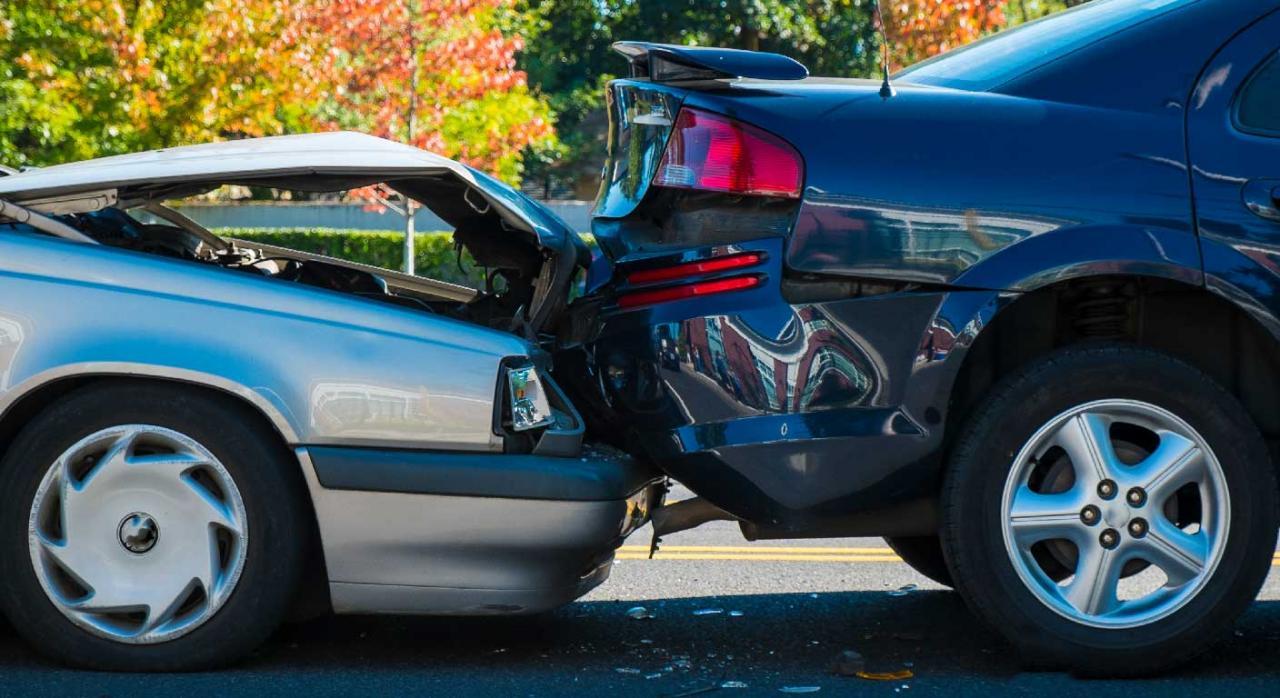 Accidente con implicación de dos coches