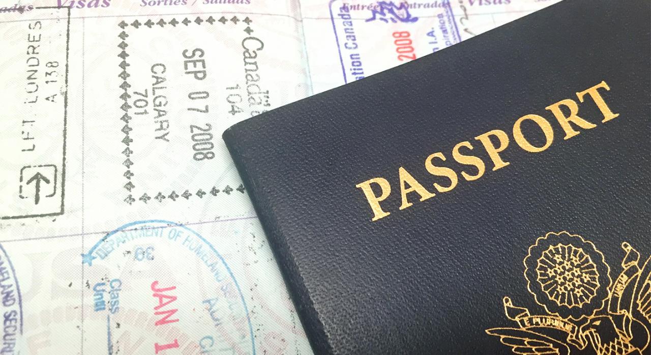 Expulsión de extranjero casado con española, sin actividad laboral ni residencia estable y detenido por diversos delitos