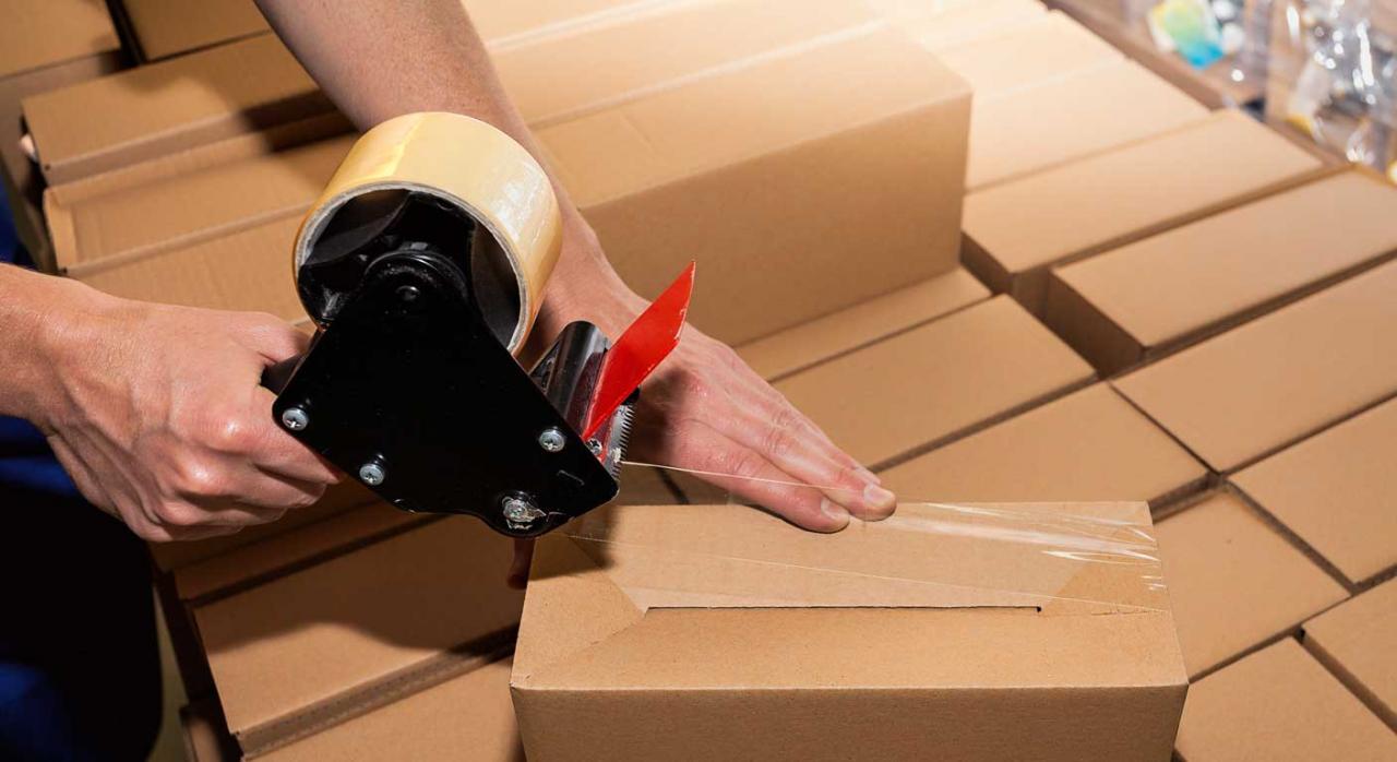 El envío de mercancías por las compañías que realizan el servicio postal no queda amparado por el derecho al secreto de las comunicaciones
